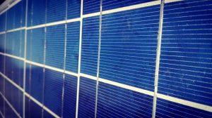 Leicht verschmutzes polykristallines Solarpanel